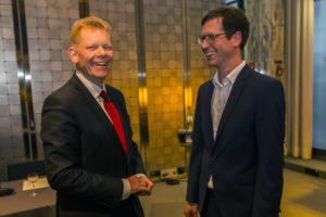 ThyssenKrupp-Vorstand Guido Kerkhoff, links, und WPV-Vorstand Ulf Meinke, rechts