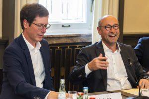 Rolf Buch, rechts, bei seinem Besuch im Industrieclub