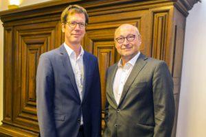 Vonovia-Chef Rolf Buch, rechts, mit dem WPV-Vorsitzenden Ulf Meinke