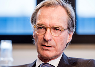 Creditreform CEO Ulbricht in seinem Büro in Neuss